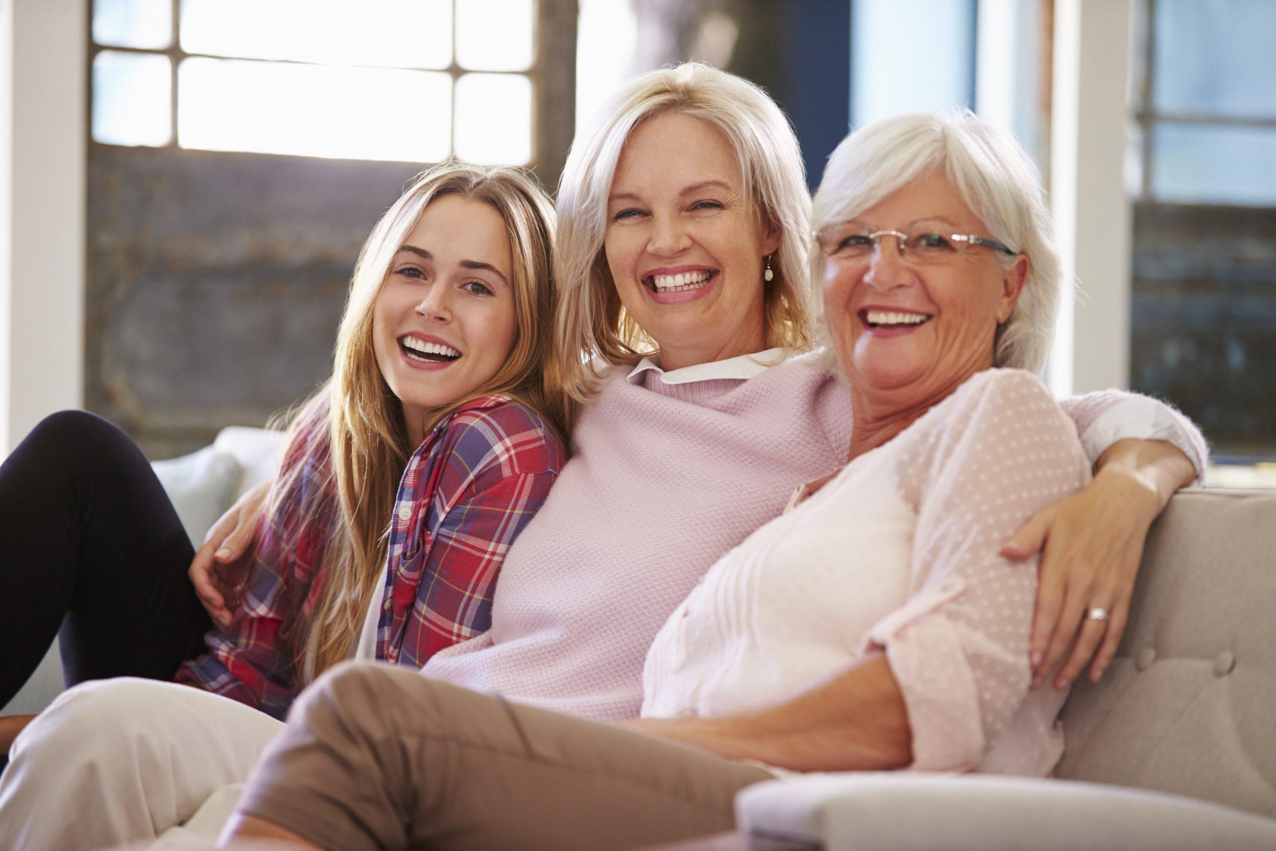 Trzy kobiety w różnym wieku