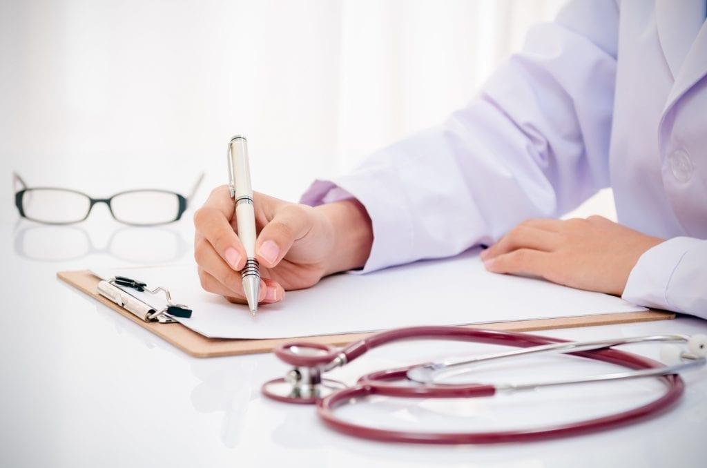 Lekarz opisuje kolor wydzieliny z pochwy