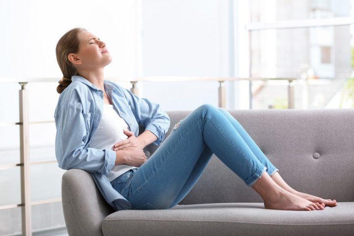Kobieta odczuwa kłucie pochwy w ciąży
