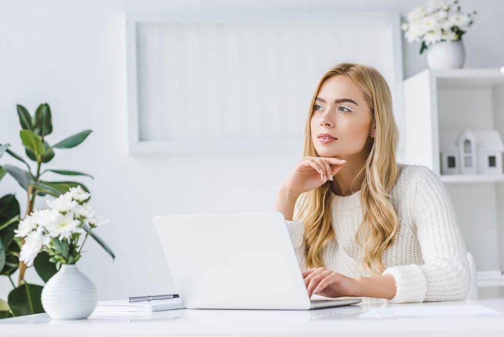 Kobieta cierpiąca z powodu przerostu endometrium